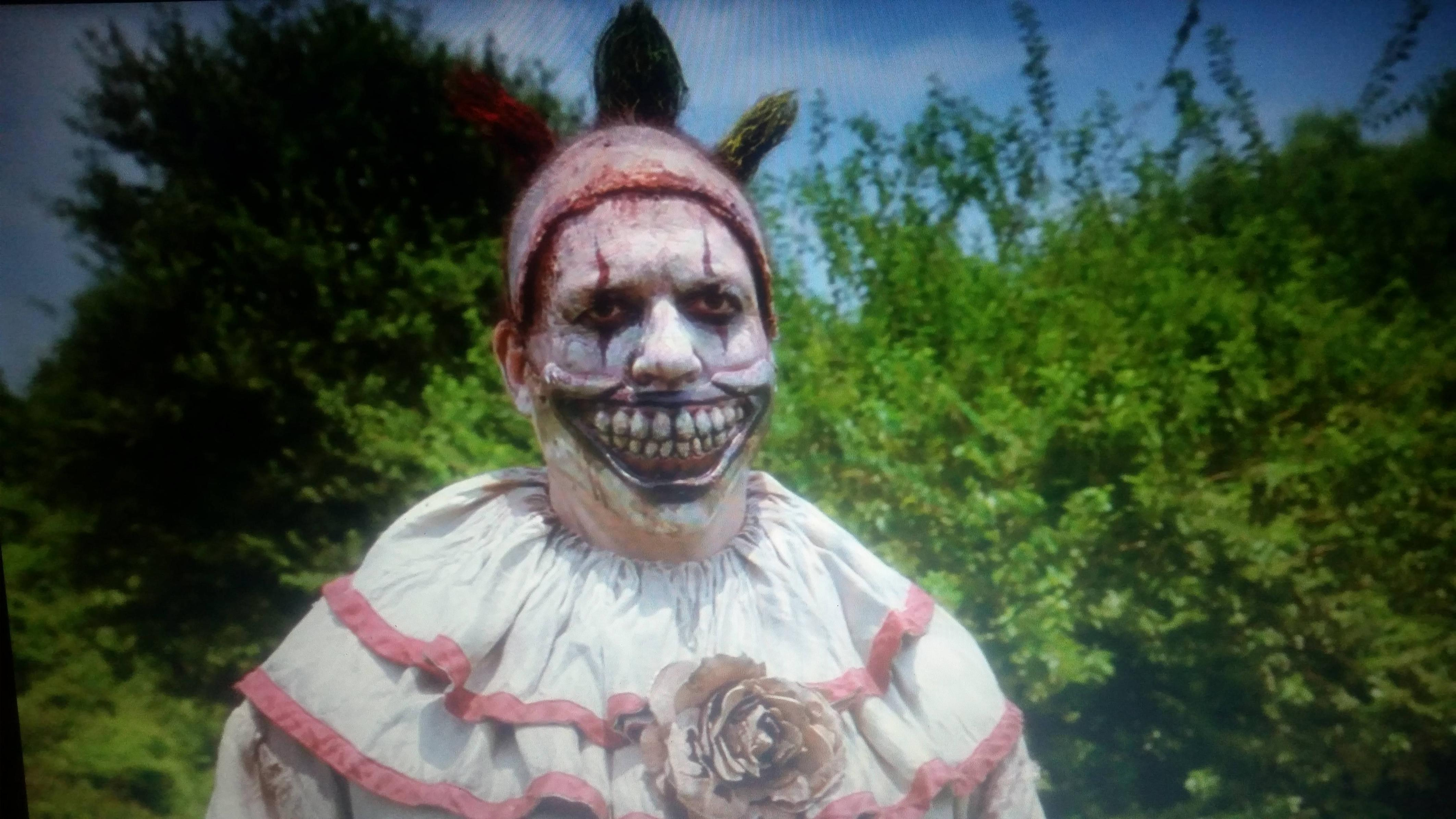 the horror clown So many clowns, so little time we finally know who the people are behind those terrifying masks on ahs: cultwe thought we'd be clinging onto our own theories until the very end of the season but the latest episode just spilled the tea on everything and we'll never be able to sleep again thinking about the betrayals.